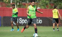 Sem autorização, Flamengo é flagrado treinando com bola no Rio