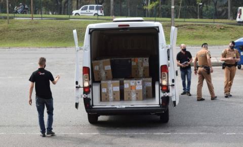 Com 303 mil novas vacinas, Estado retoma aplicação com 1ª dose; distribuição começa nesta terça