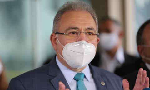 Ministro da Saúde prevê fim da obrigatoriedade de máscara ao ar livre em novembro