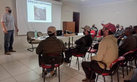 Motoristas da Prefeitura de Jacarezinho recebem treinamento