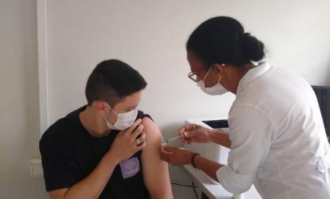 Jacarezinho praticamente atinge 100% de vacinas aplicadas acima de 18 anos