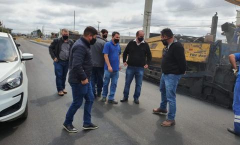 Comitiva tijucana visita obras de Pinhais
