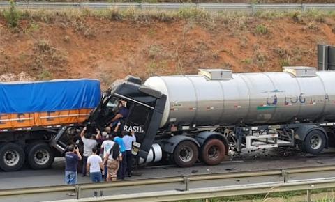 Motorista fica preso às ferragens em acidente na PR-151 em Jaguariaíva