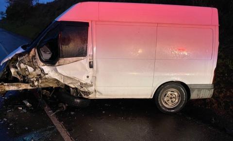 Motorista morre e outro fica ferido em colisão frontal na PR-090