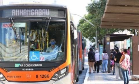 Pesquisa mostra relação entre transmissão de covid-19 com deslocamento de trabalhadores pelo transporte público