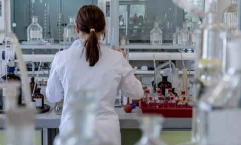 Universidades brasileiras identificam 4 drogas pra tratar Covid-19