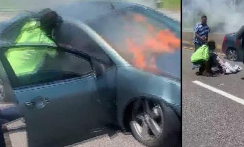 Herói entra em carro em chamas e salva motorista inconsciente: vídeo
