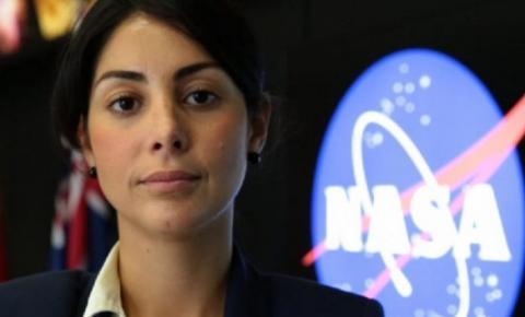 Ela fez faxina pra estudar e hoje é líder da missão da NASA em Marte