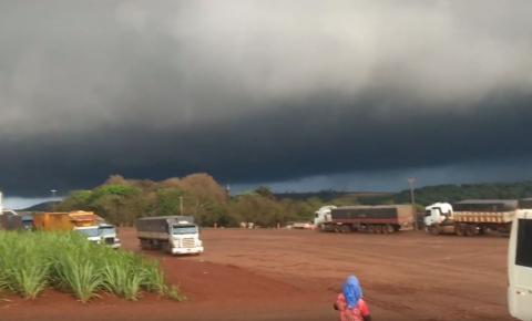 Tempestade em Jacarezinho pode ter sido microexplosão, segundo SIMEPAR