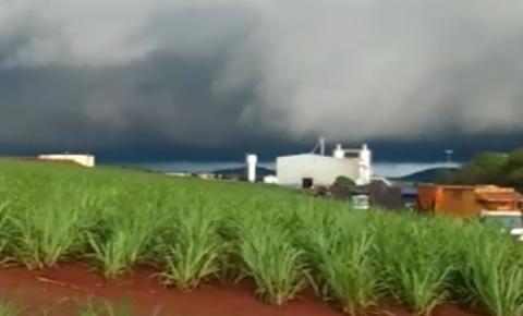 Vídeo mostra momentos antes e durante a microexplosão que atingiu Jacarezinho