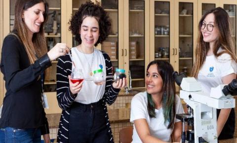 Estudantes brasileiras são premiadas por protótipo que trata esgoto