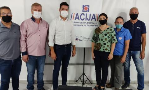 Secretário chefe da casa civil, Guto Silva visita ACIJA e enaltece trabalho da entidade