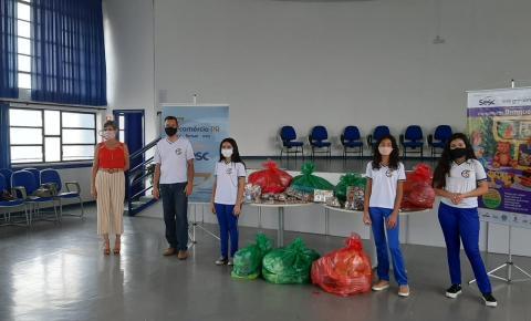 Estudantes realizam projeto de arrecadação de brinquedos e alimentos