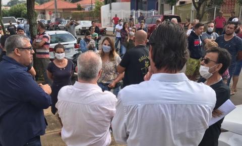 Comerciantes voltam a protestar contra suspensão das atividades em Joaquim Távora