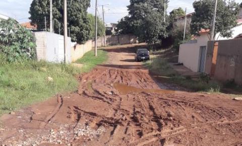 Sem asfalto, moradores clamam por melhorias em ruas de Jacarezinho