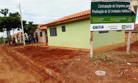 Prefeitura entrega casas populares no Jardim Panorama