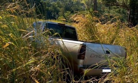 PM recupera caminhonete tomada de assalto na zona rural de Santo Antônio da Platina