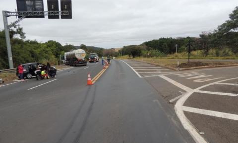Acidente entre carro e caminhão deixa um morto e dois feridos em Jacarezinho