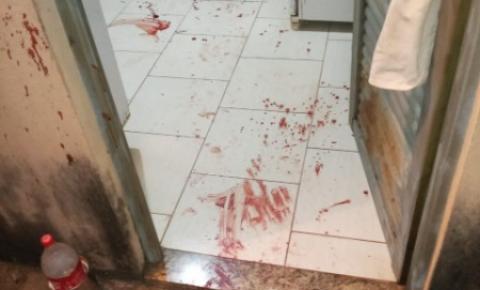 Homem invade casa para executar desafeto e morre com golpe de tesoura
