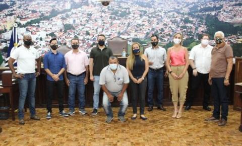 Vereadores de Jacarezinho se reúnem com a secretária de educação