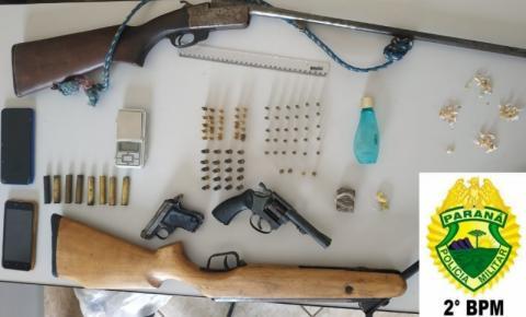 PM detém mãe e filho acusados de tráfico e apreende armas em Japira