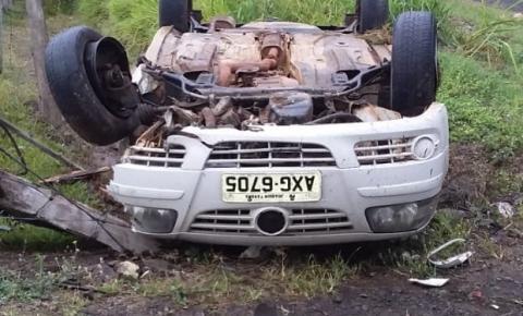 Gol e Corolla colidem na PR-218