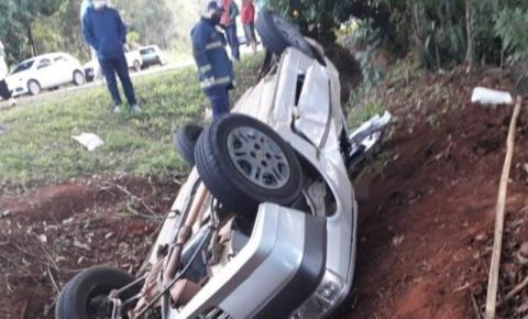 Capotamento deixa duas pessoas mortas e outra ferida na PR-272 entre Tomazina e Pinhalão