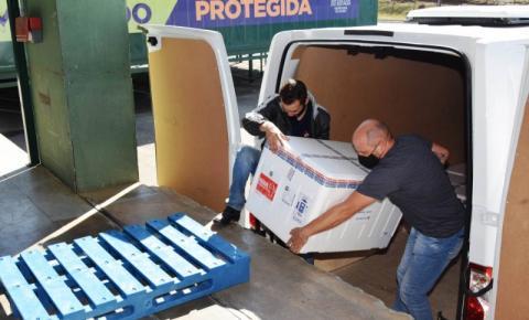 Paraná recebe 108 mil vacinas contra a Covid-19 nesta quarta-feira