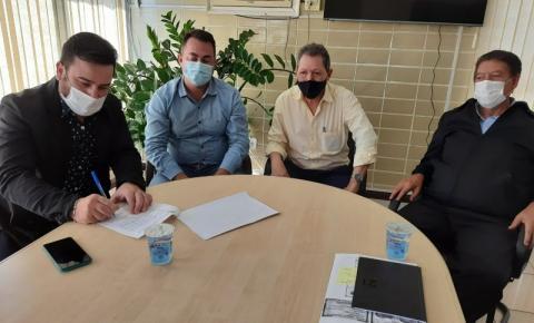 Diretor da 19ª Regional de Saúde, prefeito e Santa Casa de Siqueira Campos firmam acordo