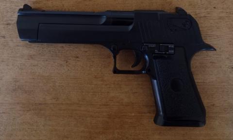 PM encontra simulacro de pistola durante abordagem a suspeitos