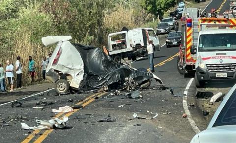 Colisão frontal mata motorista na PR-218