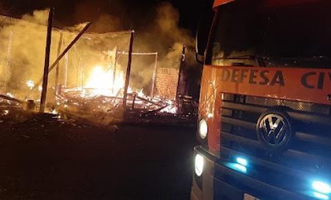 Incêndio em residência mobiliza bombeiros em Ibaiti